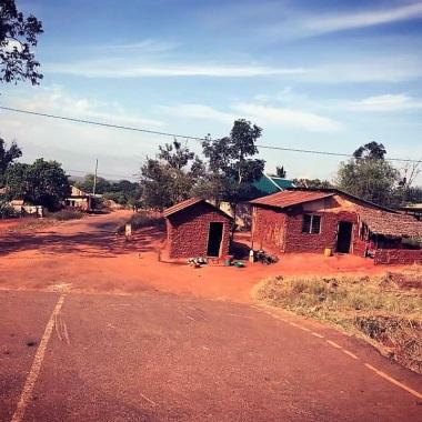 Case e strade sterrate in Tanzania
