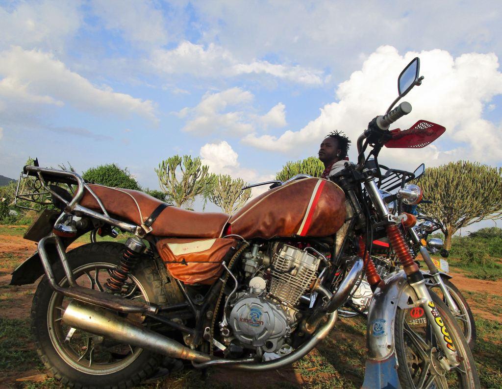 moto in savana (Tanzania)
